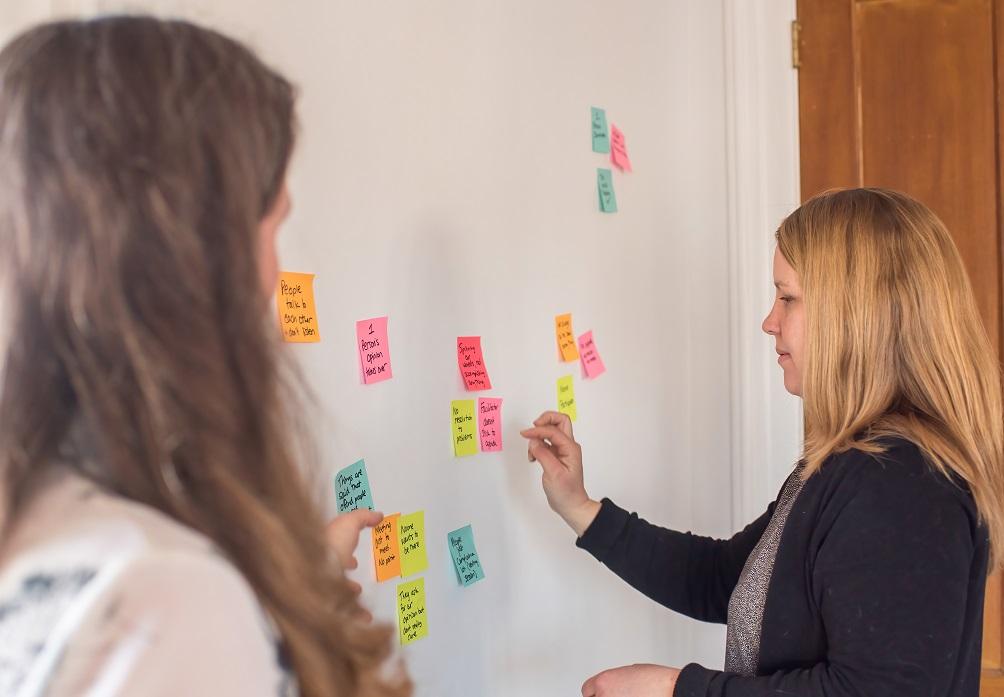 effective meeting planning includes ways for participants to contributre, such as through a sticky note exercise